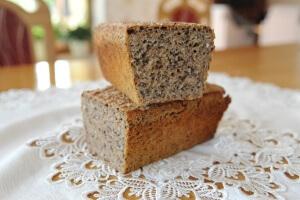 Przekrojony chleb po upieczeniu